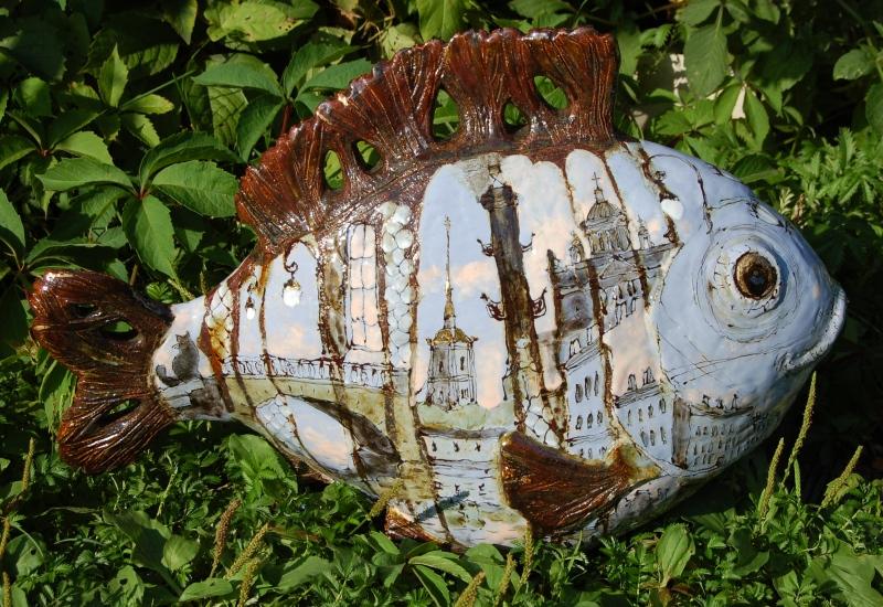 Скульптура расписанная видами Питера