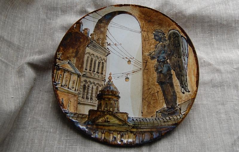 Сувенирная тарелка с видами Санкт-Петербурга