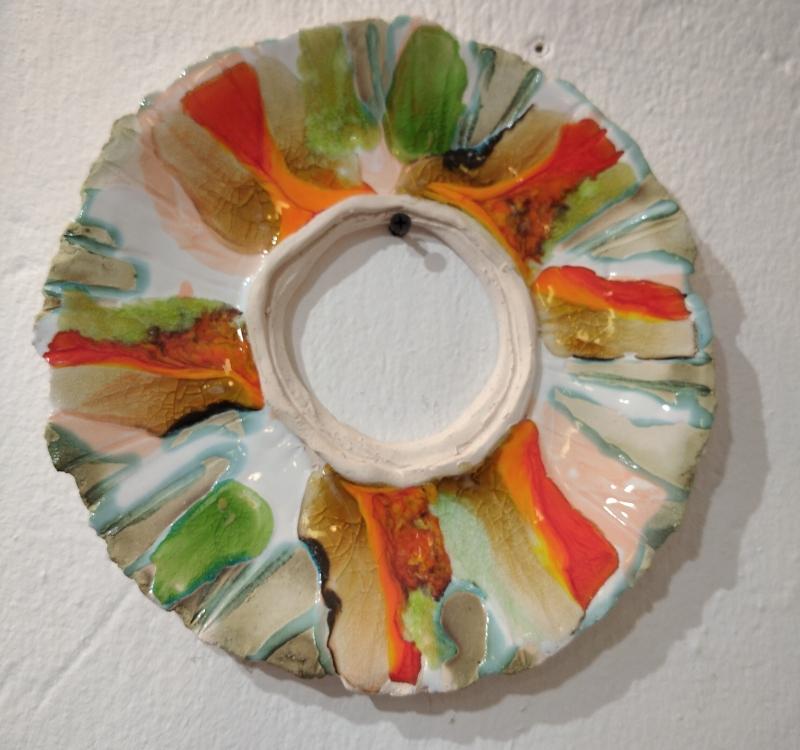 Сувенирная тарелка с отверстием посередине