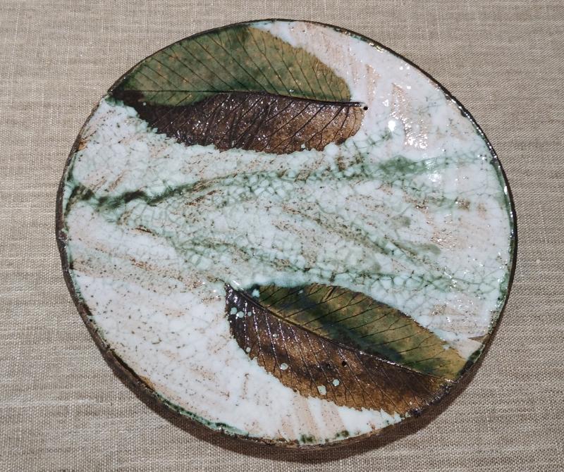Тарелка с листьями