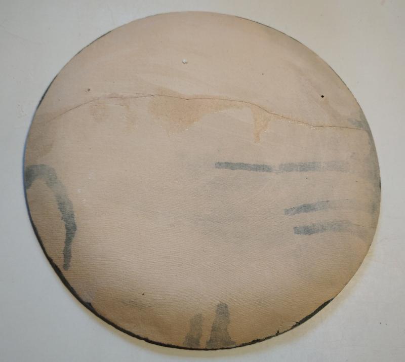 Обратная сторона треснутой тарелки