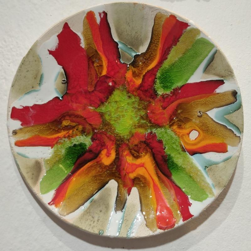 Керамическая тарелка с абстрактным рисунком