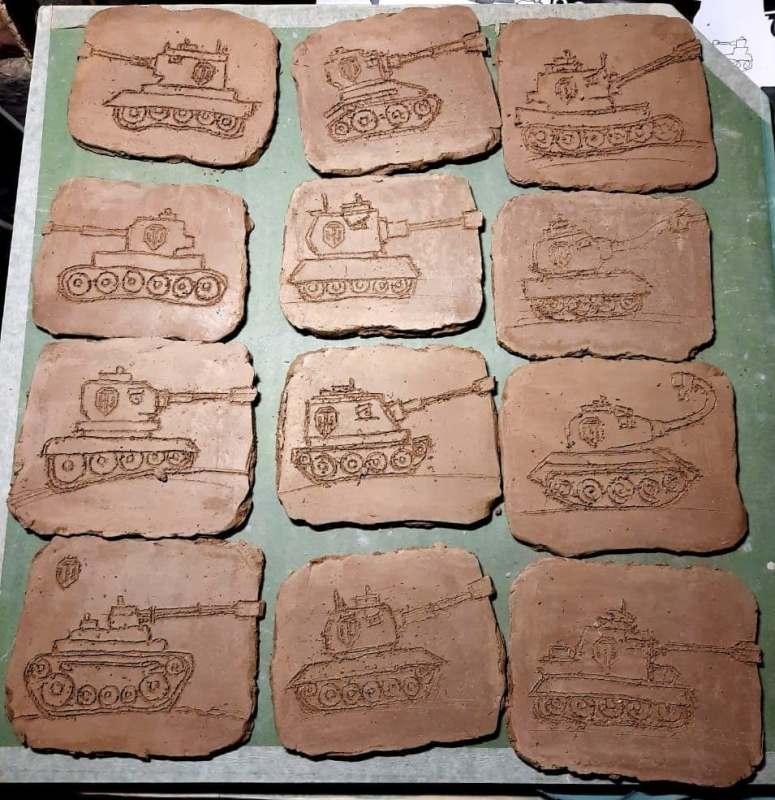 Плакетки с танками перед утильным обжигом