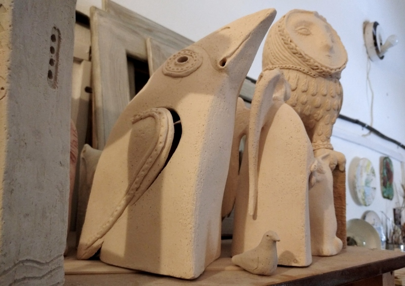 Скульптура вороны после утильного обжига