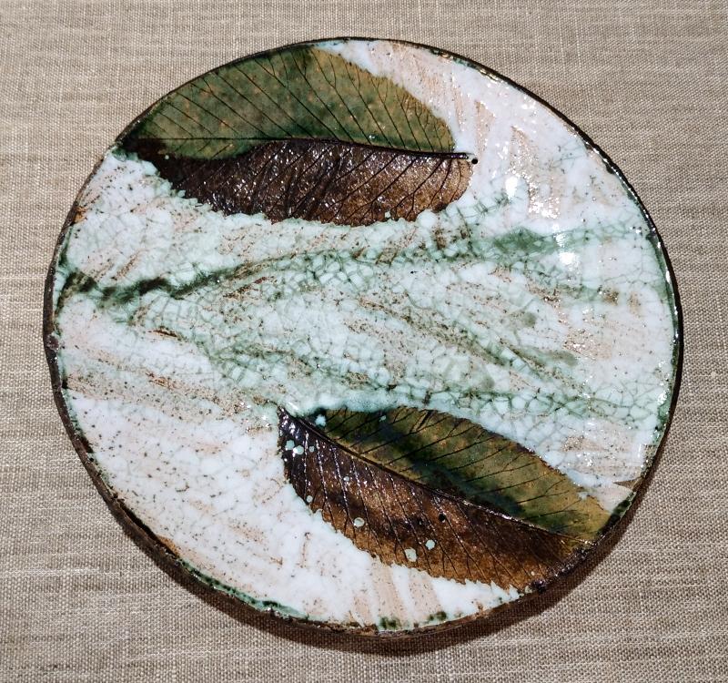Тарелка с листиками
