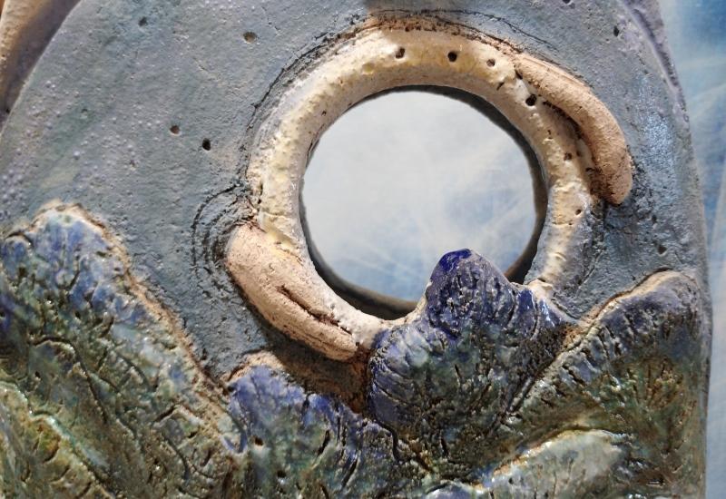 Луна в керамической скульптуре