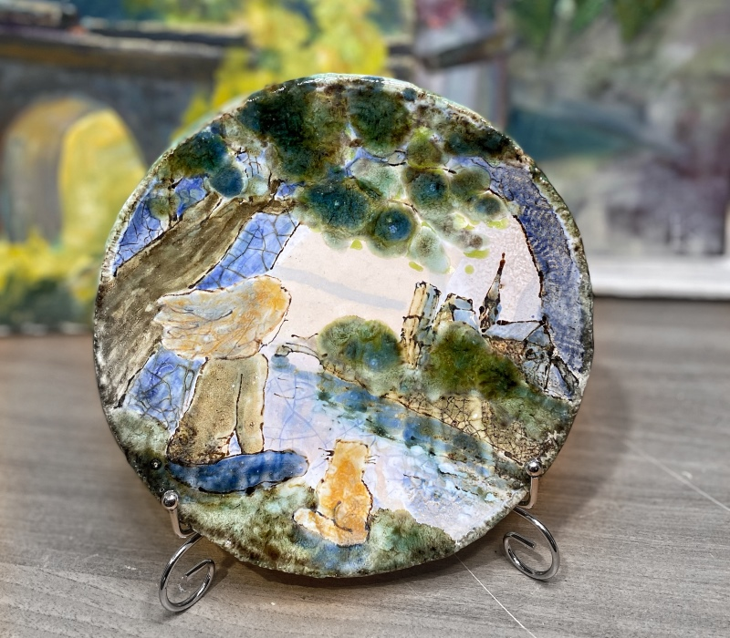 Сувенирная керамическая тарелка с изображением девушки